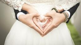 Es darf wieder gefeiert werden: Brautpaare sind allerdings noch etwas verhalten