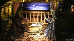 Weihnachtsmarkt am Badehof und Weidenpark-Krippe eröffnet
