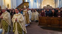 Weihnachts-Premiere für Oberhirten! Bischof Gerber predigt im überfüllten Dom