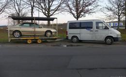 Autobahnpolizei zieht rollendes Carport auf der A 4 aus dem Verkehr
