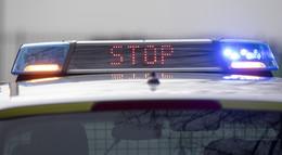 Überfall auf Tankstelle: Kassiererin bedroht - Mann flüchtet mit Bargeld
