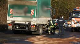 Auf Kaufland-Parkplatz: Lkw-Tank aufgerissen - Kraftstoff läuft aus
