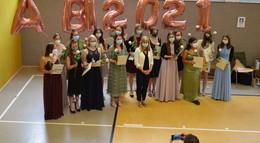 Erfolgreiche Abiturientinnen der Marienschule feierlich verabschiedet