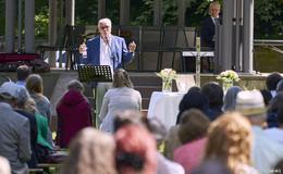 Schlossgartengottesdienst: Zurück nach oben - Jede Krise ist eine Chance