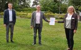 Pflegeschule Me:Care und Helios St. Elisabeth Klinik Hünfeld unterzeichnen