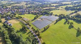 Strom für 330 Haushalte: Photovoltaik-Freiflächenanlage an Start gegangen