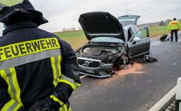 Frontalcrash zwischen Audi und Volvo: 59-Jähriger schwer verletzt in Klinik