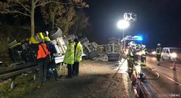 Schwerer Unfall auf der A 66: Holzlaster kracht gegen Leitplanke