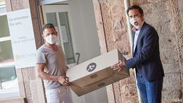 Lampenwelt spendet über 10.000 Schutzmasken an Einrichtungen
