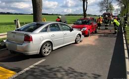 Autofahrer prallt in Baustelle gegen Pkw - Autos von Ehepaar beschädigt