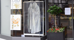 Schaufenster-Ausstellung - Kunst in der Stadt sichtbar machen