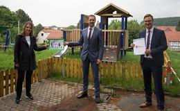 Niedrigseilgarten und Spielhaus: Gemeinde erneuert Kita-Außenbereich