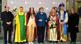 Bundeskanzlerin Angela Merkel begrüßt 108 Sternsinger im Bundeskanzleramt