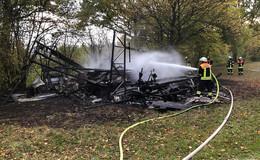 Maschinenschuppen bei Rixfeld in Brand geraten: Ursache ist unklar