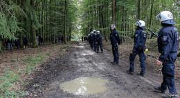 Polizei räumt neue Blockaden und entfernt Seiltraverse auf gerodeter Trasse