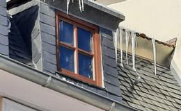 Bei Schnee und Eis: Hauseigentümer müssen Dächer kontrollieren