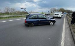 Unfall auf der B27: Pkw verliert Rad - Fahrer unverletzt