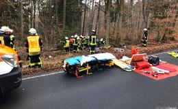Unfall auf L3258: Mann kommt von Fahrbahn ab und prallt gegen Baum
