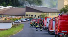 Schwelbrand in Absauganlage: Großalarm beim Palettenwerk Krenzer