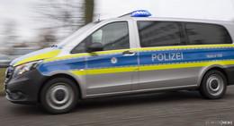 Auto fährt auf Motorrad auf: Kradfahrer und Begleiterin bei Unfall verletzt
