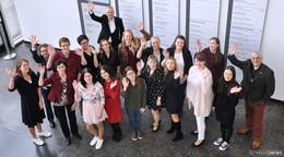 Herzlichen Glückwunsch: Stolze Absolventen des Bildungszentrums feiern