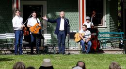 Ein Highlight! Live-Musik auf Schloss Fasanerie: Gypsy-Jazz vor dem Teehaus