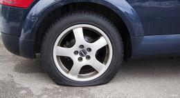 Reifenpanne – und nun? Richtiges Verhalten im Verkehr - ADAC gibt Tipps!