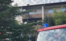 Feuer in Wohnblock: Bewohner (65) schwer verletzt in Klinik geflogen - VIDEO