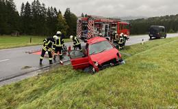Schon wieder! Unfall auf regennasser Fahrbahn in Höhe Rödergrund