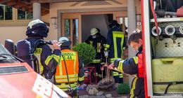 Rauch aus Wohnung: Drei Personen vom Rettungsdienst betreut