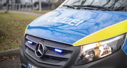 Fahrzeugteil auf Fahrbahn beschädigt Sattelauflieger - Verursacher gesucht!