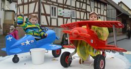 Große Feier: Karnevalsumzug überzeugt Jung und Alt