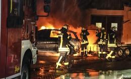 Jugendlicher (15) verhindert Schlimmeres: Auto brennt auf Hof