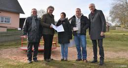 Staatssekretär Michael Bußer überreicht Förderbescheid in Gundhelm