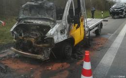 Polnischer Transporter auf der A 4 bei Wommen in Brand geraten