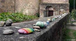 Mutmacher in Zeiten von Corona: Steinschlange setzt Farbtupfer im Stift