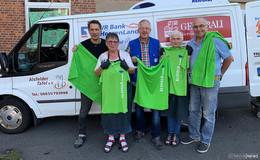 """""""Alsfeld bewegt"""" übergibt 200 Handtücher und Sport Shirts an die Alsfelder Tafel"""
