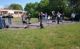 Show and Brass Band: Musikalische Freude rund um das Kreiskrankenhaus