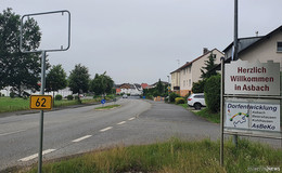 Ein Stadtteil ohne Namen: Asbacher Ortsschild offenbar gestohlen