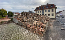 Bauprojekt schreitet voran: Abrissarbeiten am Rathaus-Nebengebäude