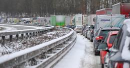 Die Autobahnen sind alle dicht!- Schneechaos auf Osthessens Straßen