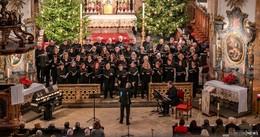 Musikalische Reise mit 300 Zuhörern durch die Welt der Weihnachtslieder