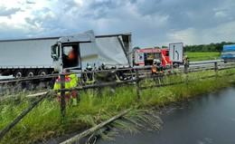 Crash auf der B27: Lkw kracht in Leitplanke - Alkohol im Spiel