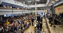 hr-Bigband begeistert 750 Schüler der Wigbertschule