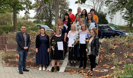 Pflegeschule BBZ MediCampus verabschiedet 11 examinierte Pflegekräfte