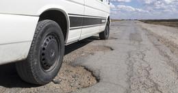 Der ACE warnt: Schlaglöcher und Risse gefährden die Verkehrssicherheit