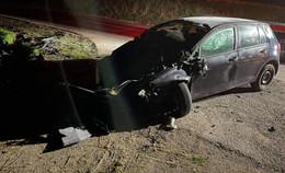 In der Nacht: Betrunkener überschlägt sich mit seinem Auto auf der Landstraße