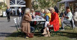 Markt für echte Dingelockt 10.000 Besucher nach Schloss Fasanerie