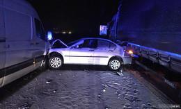 Crash auf A7: BMW zwischen Lkw und Kleintransporter eingekeilt!