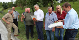 Mehrjährige Saatgutmischung an Verein SuBiO übergeben
